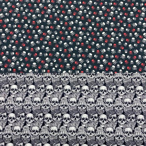 Baumwollstoff, Digitalprint, Totenköpfe auf schwarzem/ marineblauer Hintergrund
