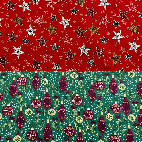 Baumwollstoff, Weihnachtsmotive, Sterne, Christbaumkugeln auf rot/ dunkelgrün