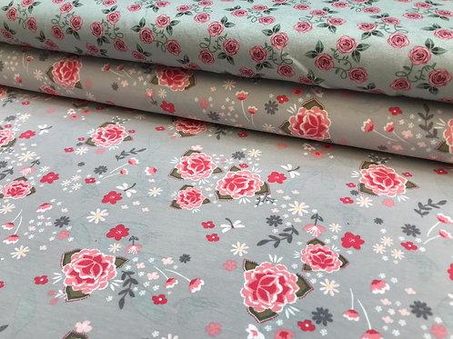 Baumwolljersey, Rosenmuster auf einfarbigem Hintergrund