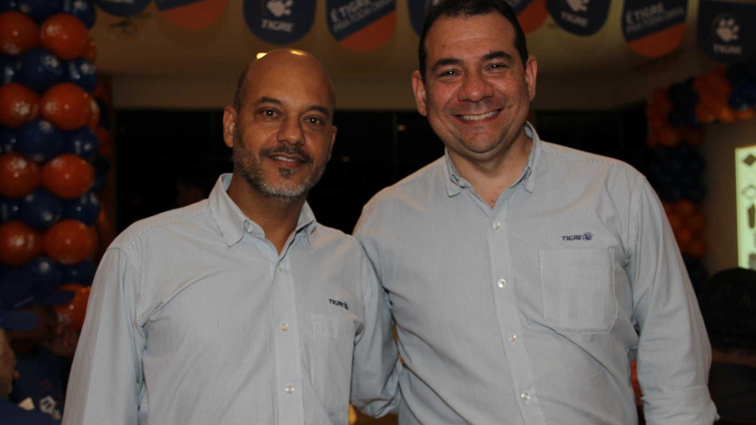 O representante de vendas da Tigre em São Luís Roberto Abreu  e o supervisor de vendas Cláudio Costa, na Festa do Instalador 2019.