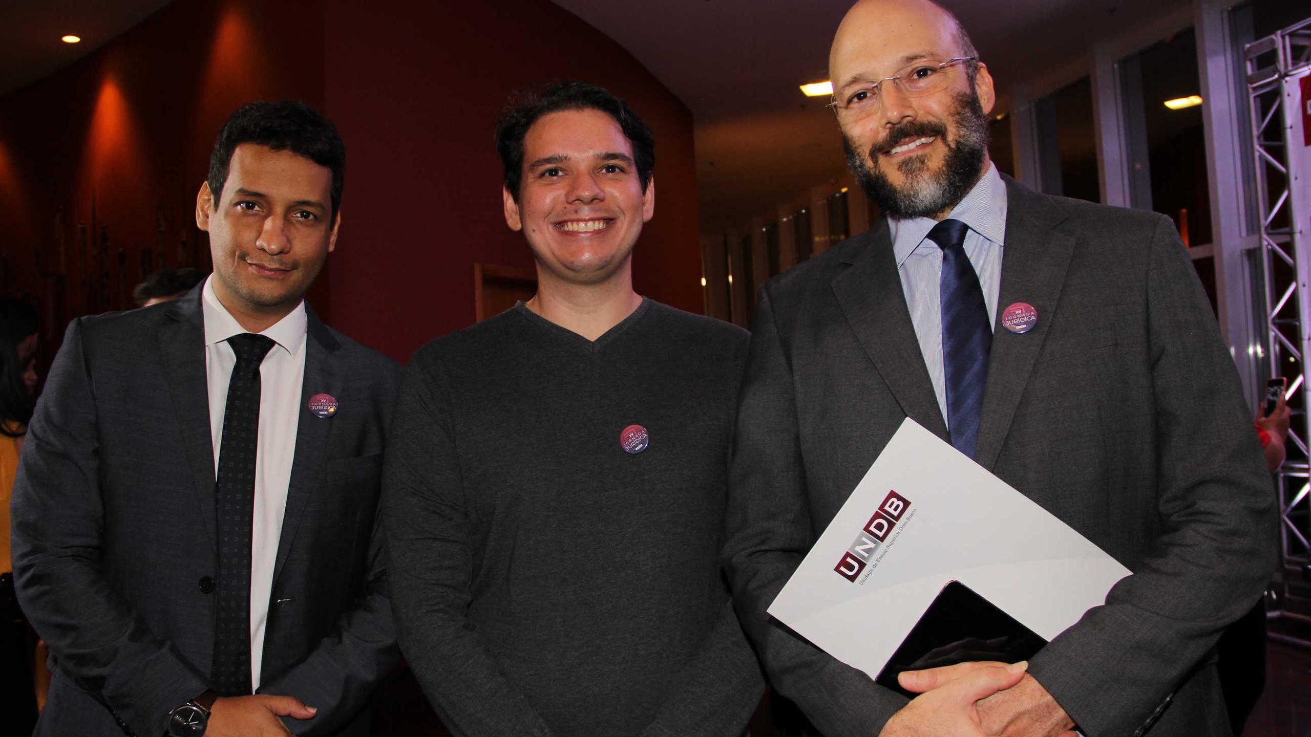 Os professores de Direito da UNDB Paulo Renato, Ruan Bruzaca e Daniel Rodrigues.