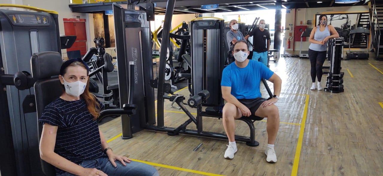 Alunos das academias Personal Group podem voltar a treinar com número reduzido de pessoas, com uso obrigatório de máscaras por todos e em horários agendados para evitar aglomerações.