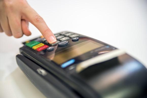 Estabelecimentos não podem impor valor mínimo para compra no cartão, esclarece Procon/MA