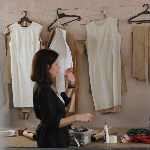 """""""Descomplicando a modelagem"""" chega à reta final com costura de diferentes tipos de blusas"""