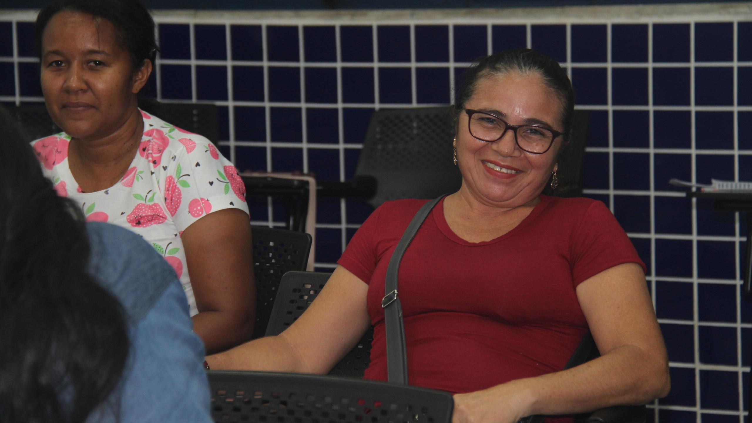 A cobradora de ônibus Sílvia Maria França não perdeu tempo, e já está cursando a área de Almoxarife, para garantir um mudança planejada de carreira.