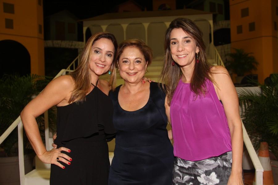 Criadora da metodologia que usa a ópera como ferramenta de alfabetização, a educadora Ceres Murad entre as filhas e diretoras do Colégio Dom Bosco, Raíssa e Rebeca Murad.