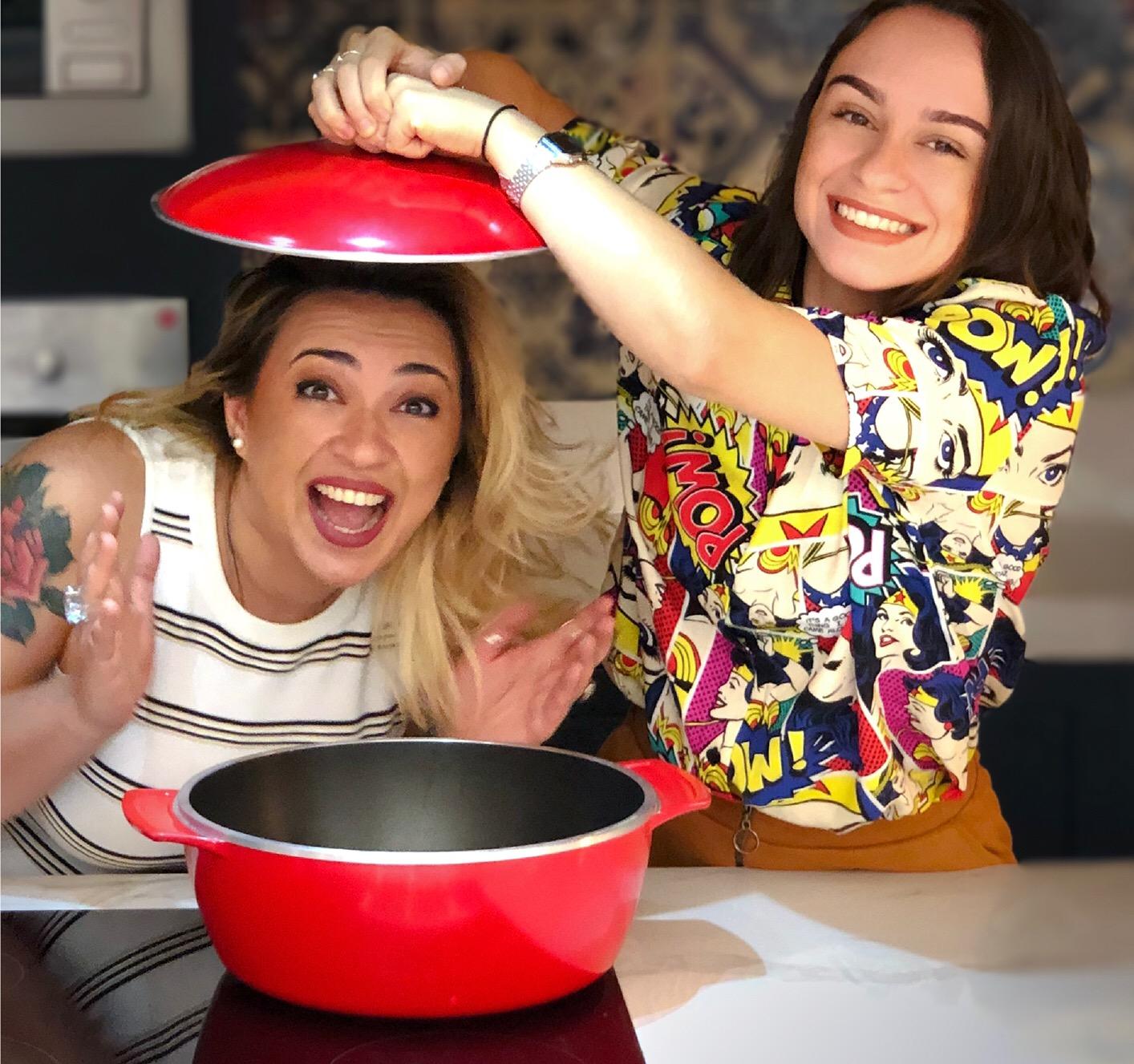 As amigas Etiene Mendonça e Ludimila Matos (Aventuras Gastronômicas) que vão ministrar o curso de Tapas na Cozinha Potiguar nessa sexta (02.08) na loja do Cohafuma.