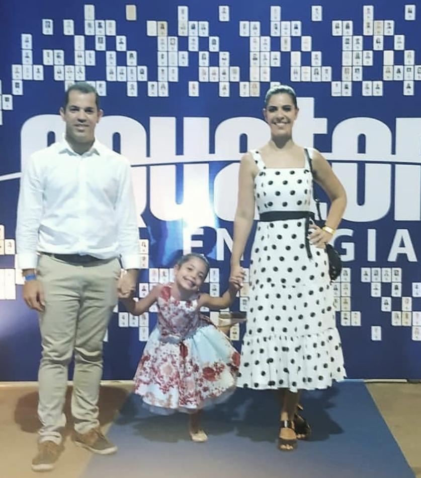 O gerente de comunicação e mkt Carlos Hubert com a filha Maria Eduarda e a esposa Érica Andrade.
