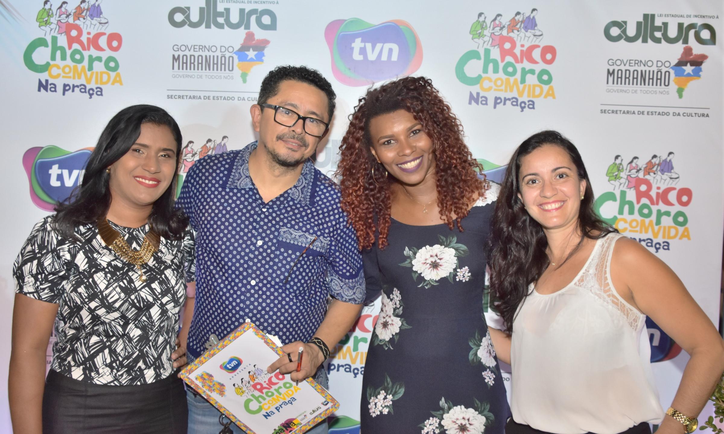Staff da TVN WalKíria Pinto, Euricélia Coqueiro e Flávia Pessoa com o produtor Ricarte Almeida Santos.