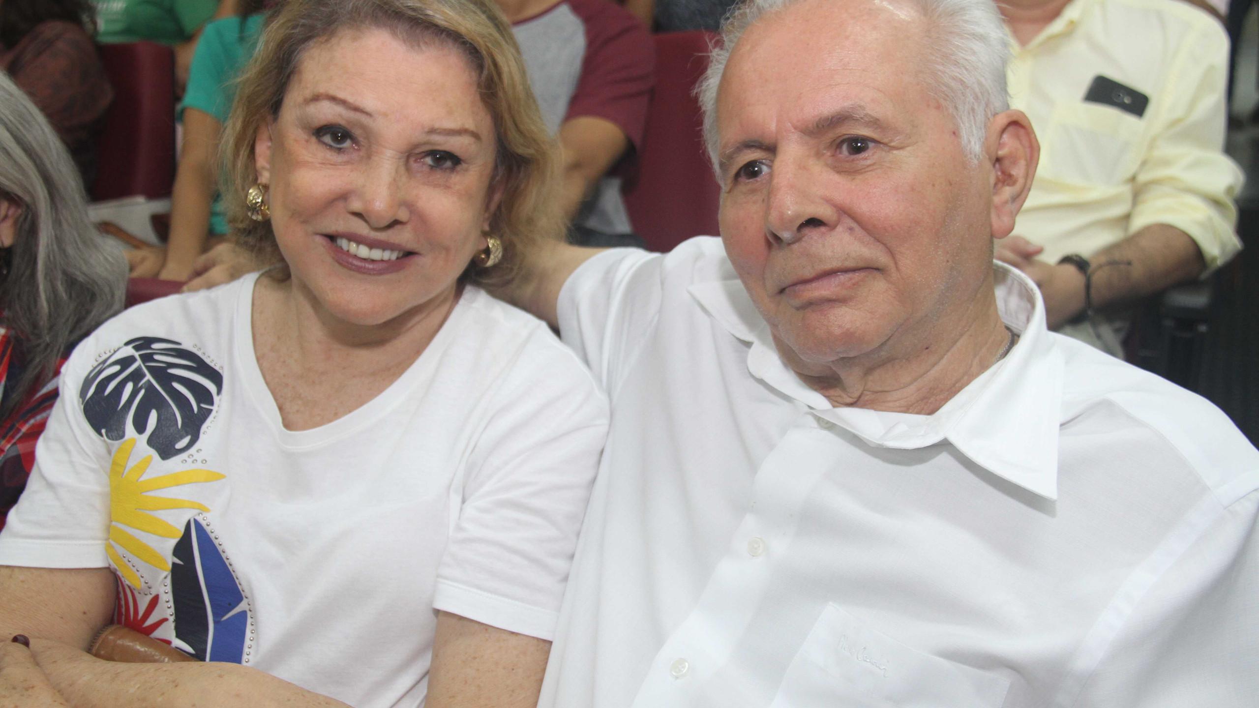 Os escritores Ceres Fernandes (AML) e Álvaro Melo, da Academia São Bentuense de Letras.