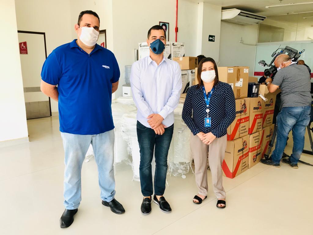 Representantes da Equatorial Maranhão e 55 Soluções fazem entrega para a direção do hospital
