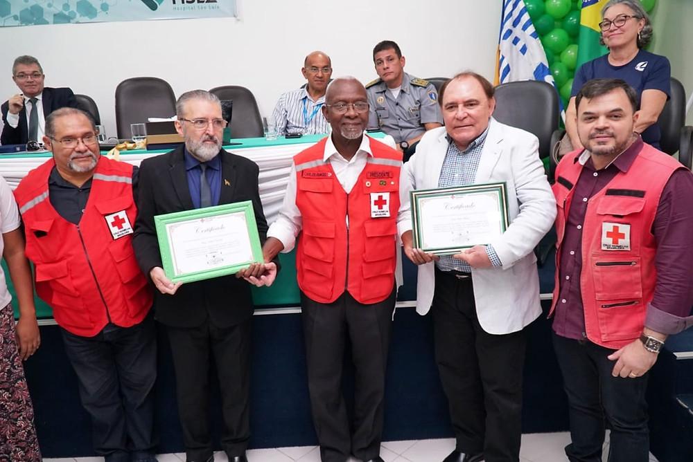 O Dir. do SINCS Plínio Tuzzolo, o Presidente da Cruz Vermelha Maranhão Carlos Rangel e Paulo Braid, Pres. Grupo Mercúrio firmaram parceria para ações sociais com o novo Cartão Cruz Vermelha SINCS.