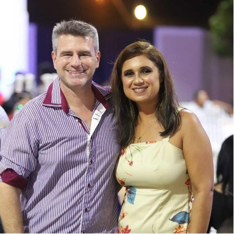 O gerente de serviços técnicos e comerciais Felipe Muzitano e esposa.