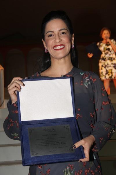 amila Holanda recebeu a homenagem destinada ao Prefeito Edvaldo Holanda Jr.