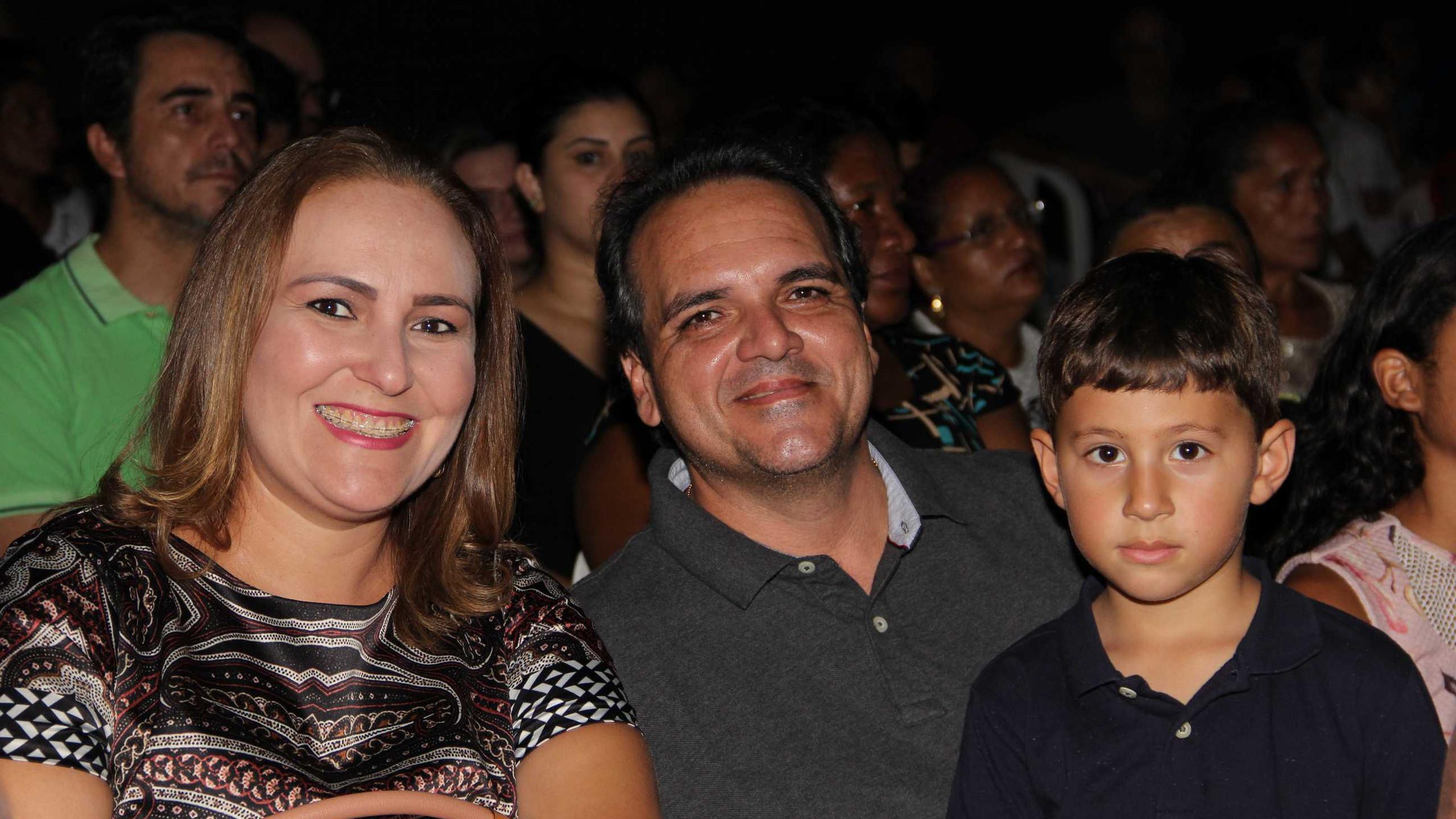 Nina Melo e Ike Aroso com o sobrinho Arnaldo.