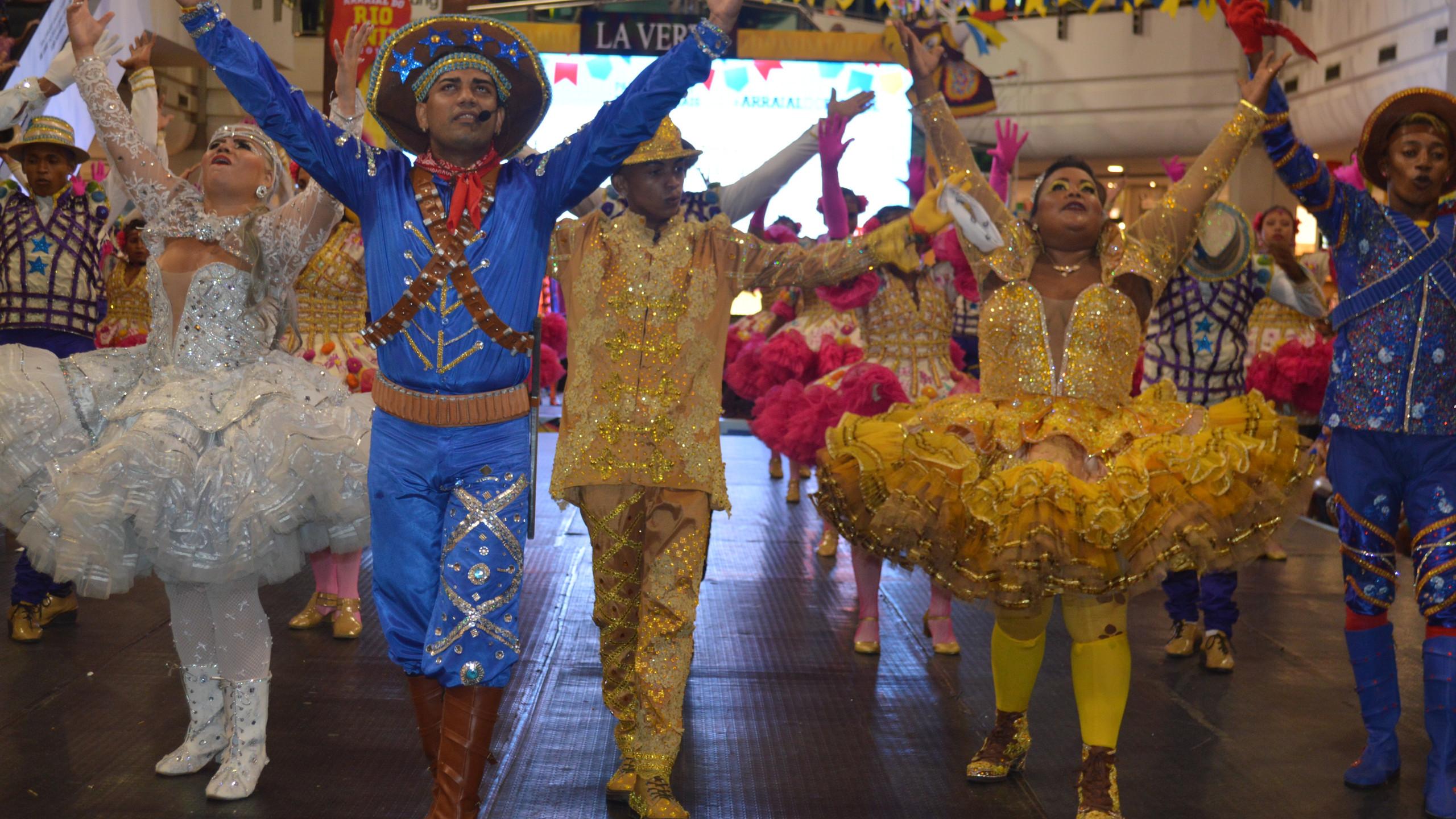 Dançarinos da elegante Flor do Amo