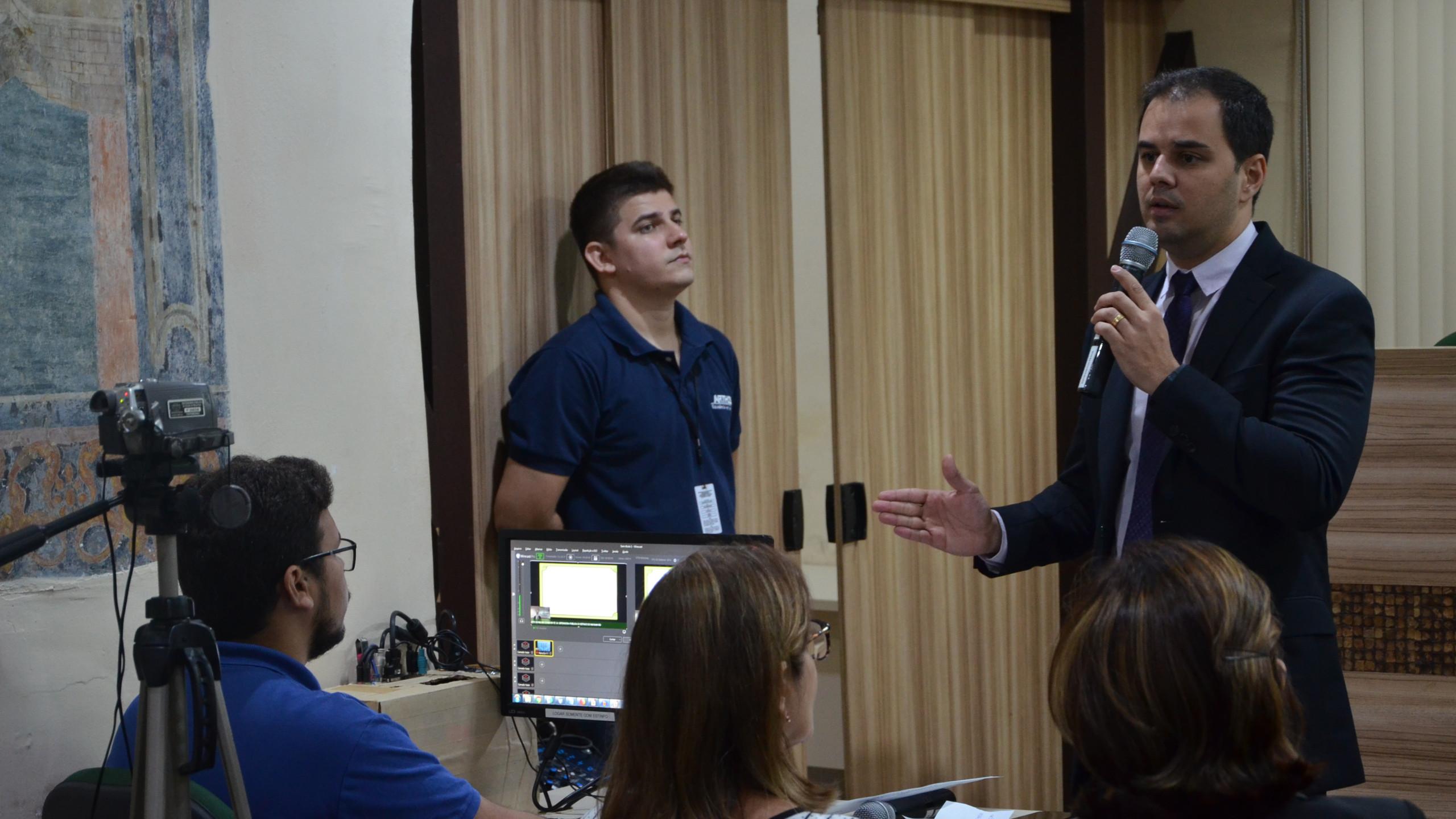 Defensor-geral Alberto Bastos fala sobre as metas do projeto em transmissão ao vivo para os núcleos regionais da DPE/MA