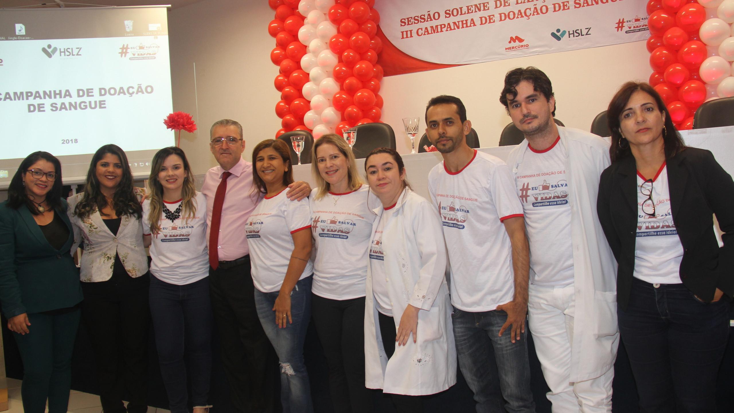Plínio Tuzzolo, coordenador da III Campanha de Doação de Sangue com parte da equipe do HSLZ.