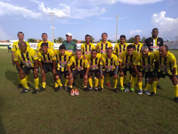 Muitos gols na abertura da Copa Arari de Futebol Master