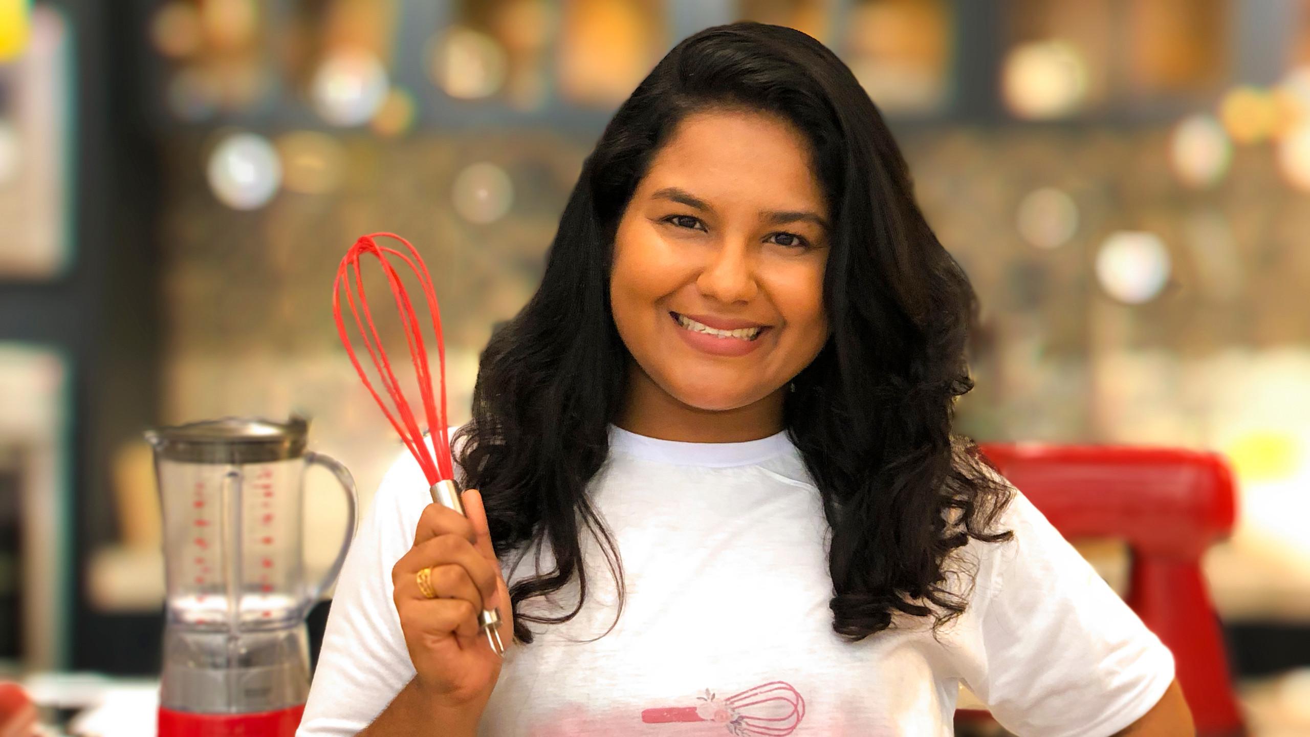 A facilitadora Wellen Khrisna (Delícias da Wellen) que vai comandar o curso gratuito de Dindin Gourmet na Cozinha Potiguar nesse sábado (03.08).
