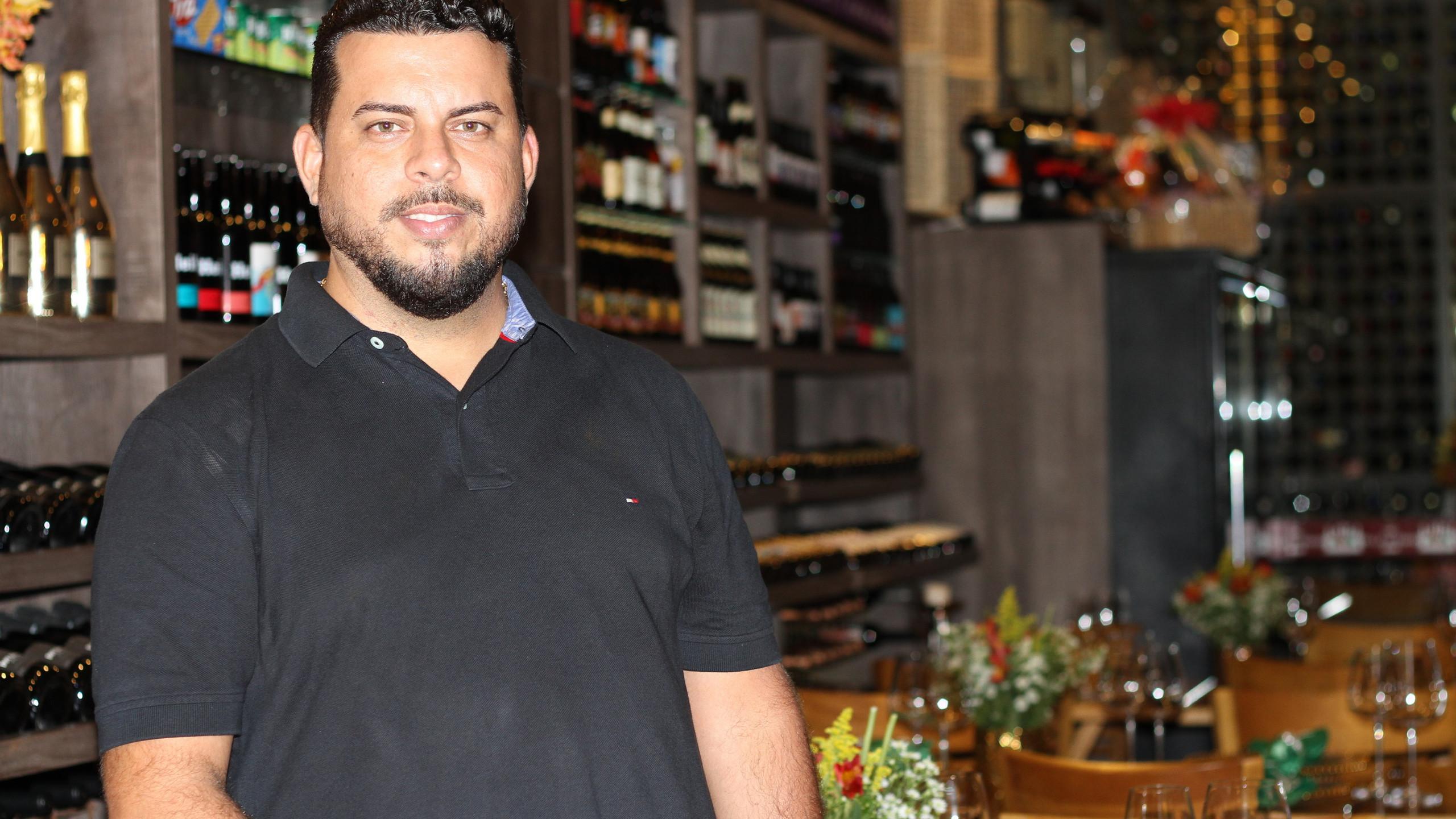 O empresário Werther Bandeiram que comanda com sucesso o Almoço Executivo da Villa do Vinho Bistrô na Av. Mário Andreazza, na Cohama.