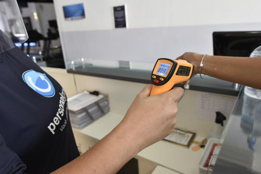 A medição de temperatura na entrada garante mais segurança a todos na volta aos treinos da rede Personal Group.