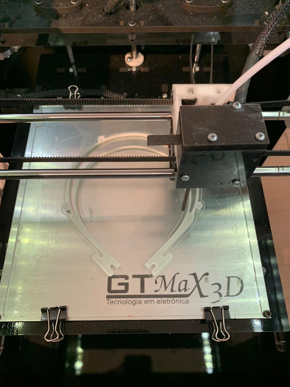 As impressoras 3D do Grupo Dom Bosco estão à disposição da vida e estão ligadas direto;