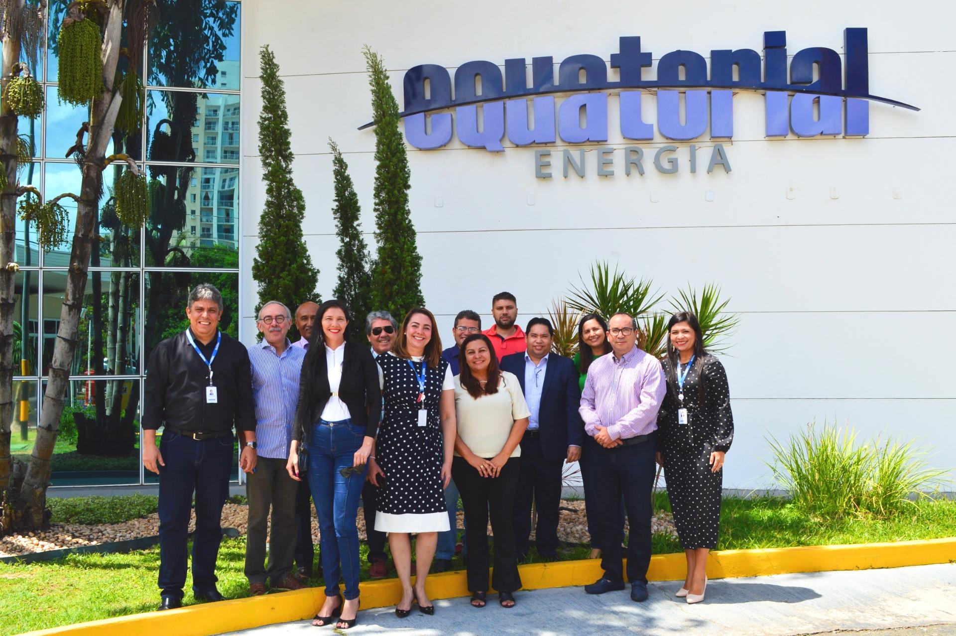Presidente da Equatorial Maranhão Augusto Dantas ao lado de Gerentes e Diretores da Companhia e os Prefeitos dos municípios contemplados pelo Programa Procel Reluz.