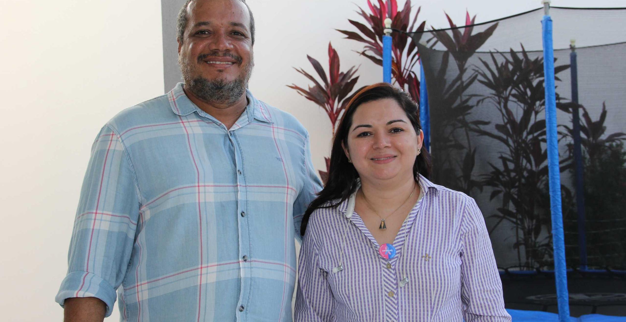Os patrocinadores da Live Inclusiva, Ronie Araújo e Fernanda Reis.