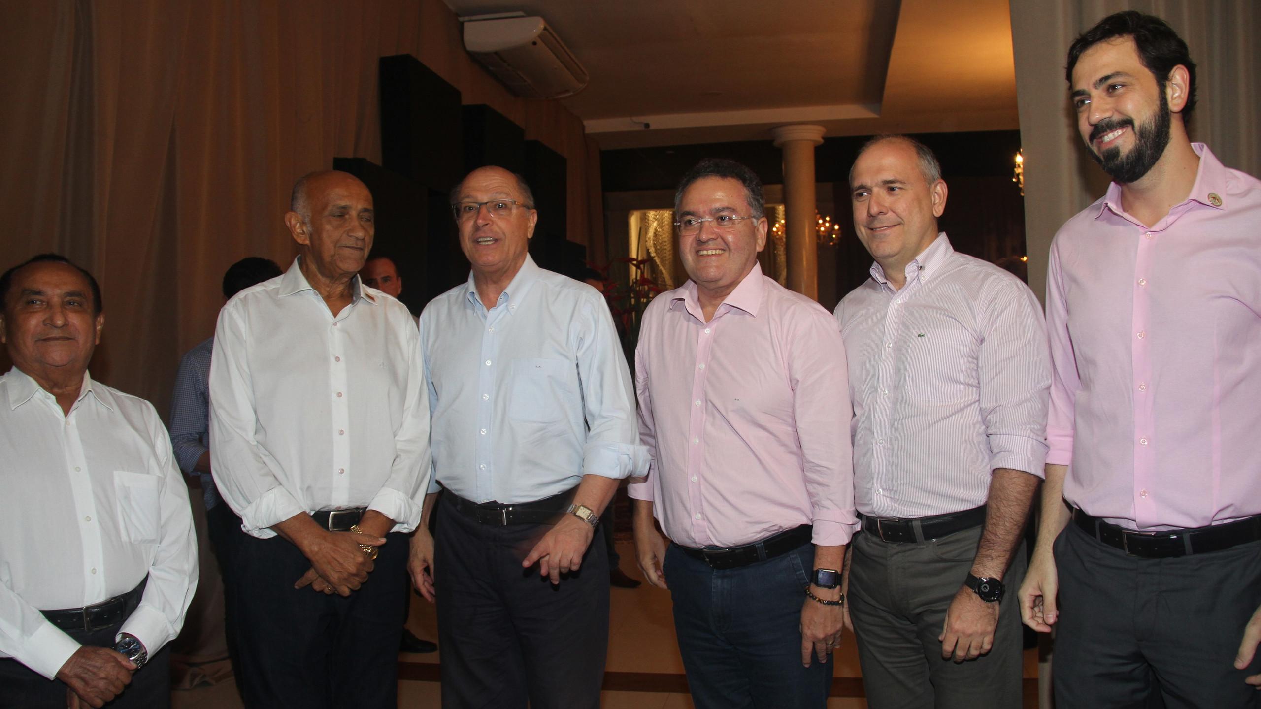 O ex-governador paulista Geraldo Alckmin (PSDB) e seu candidato declarado ao Senado Roberto Rocha, entre os líderes empresariais organizadores do evento.
