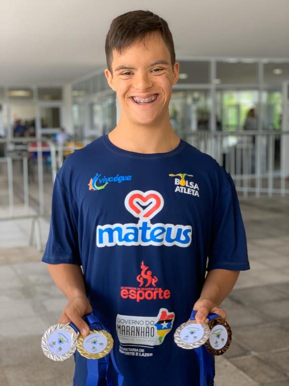 Davi Hermes conquista quatro medalhas no Brasileiro de Natação