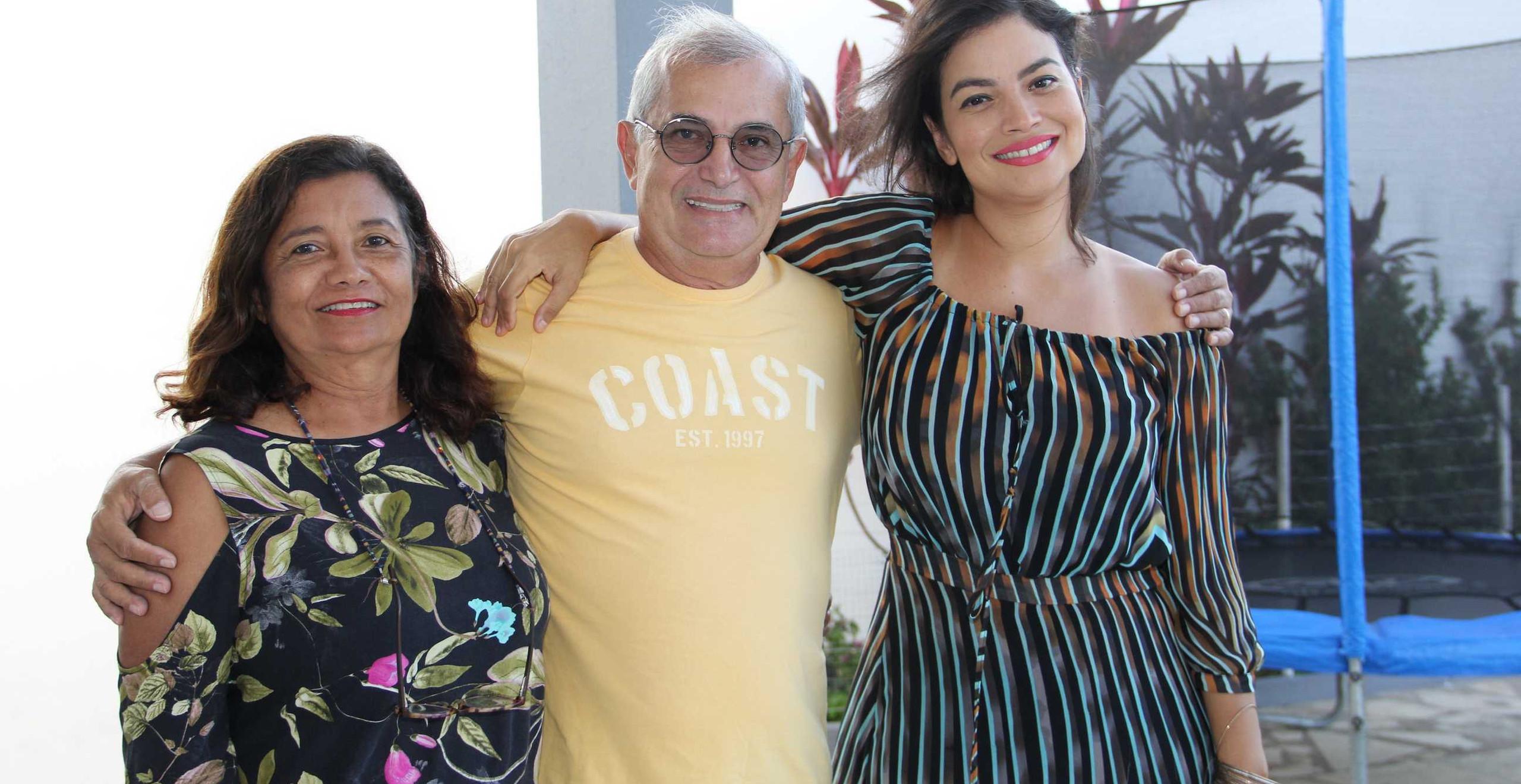 O casal Conceição e José Pinto com a filha e cantora Flávia Bittencourt.