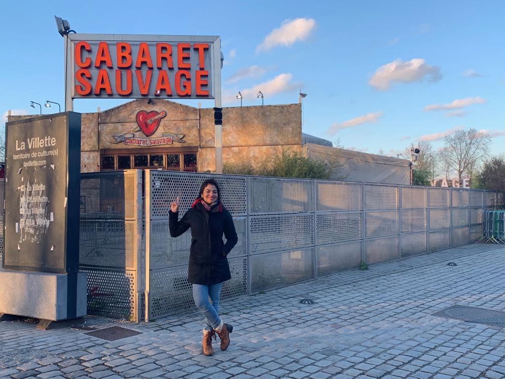 Registro da cantora Flávia Bittencourt na casa de shows Cabaret Sauvage no bairro de La Villette, onde se apresentou com casa lotada na estreia de sua turnê europeia.