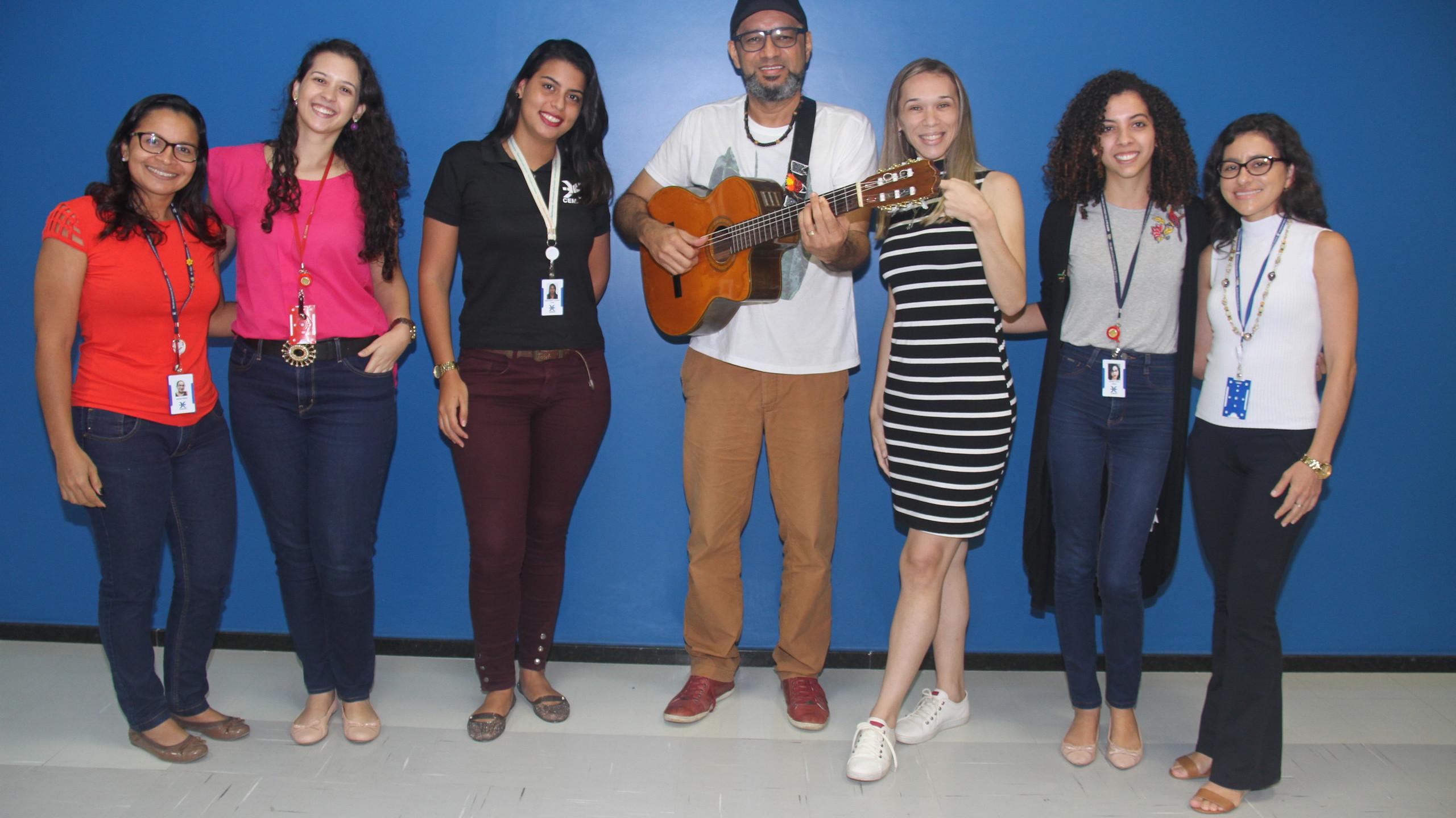 O cantor César Nascimento com a Equipe de Marketing da Cemar: Jeane Pires, Jacelena Duarte, Hariadnna Lacerda, Janayna Diniz e Fernanda Torres.