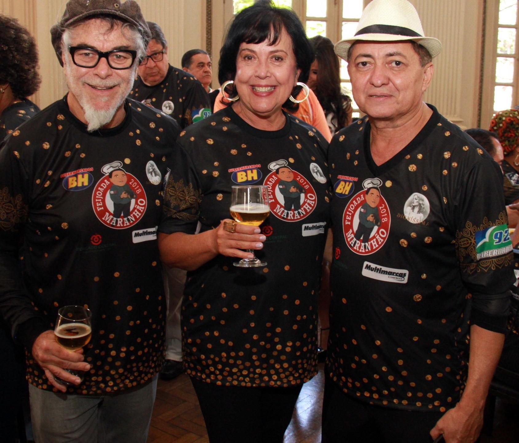 O artista plástico Fernando Pacheco com a esposa Nina e o anfitrião Valdez Maranhão.