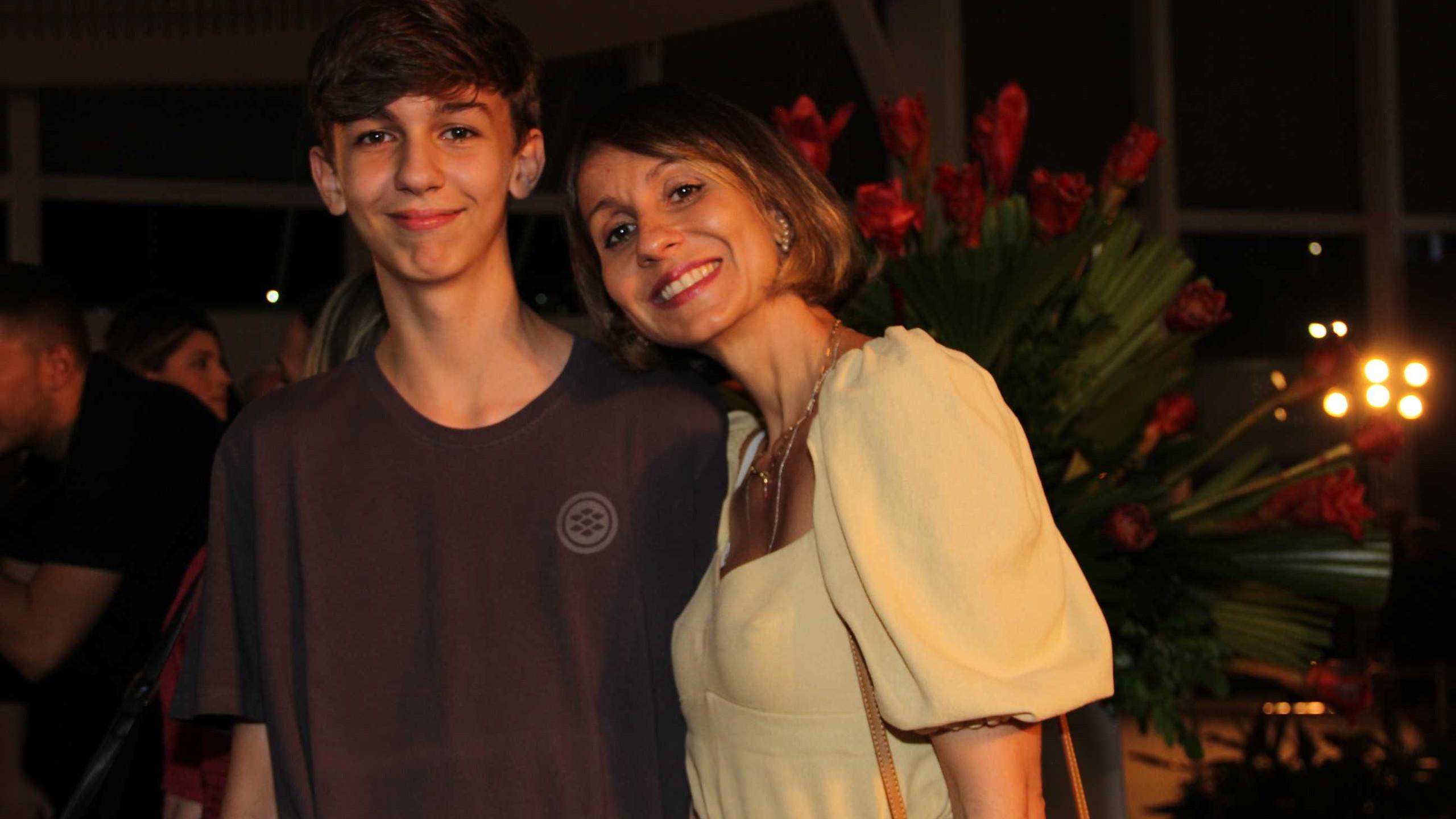 Enrico com a mãe Carol Imbroise.