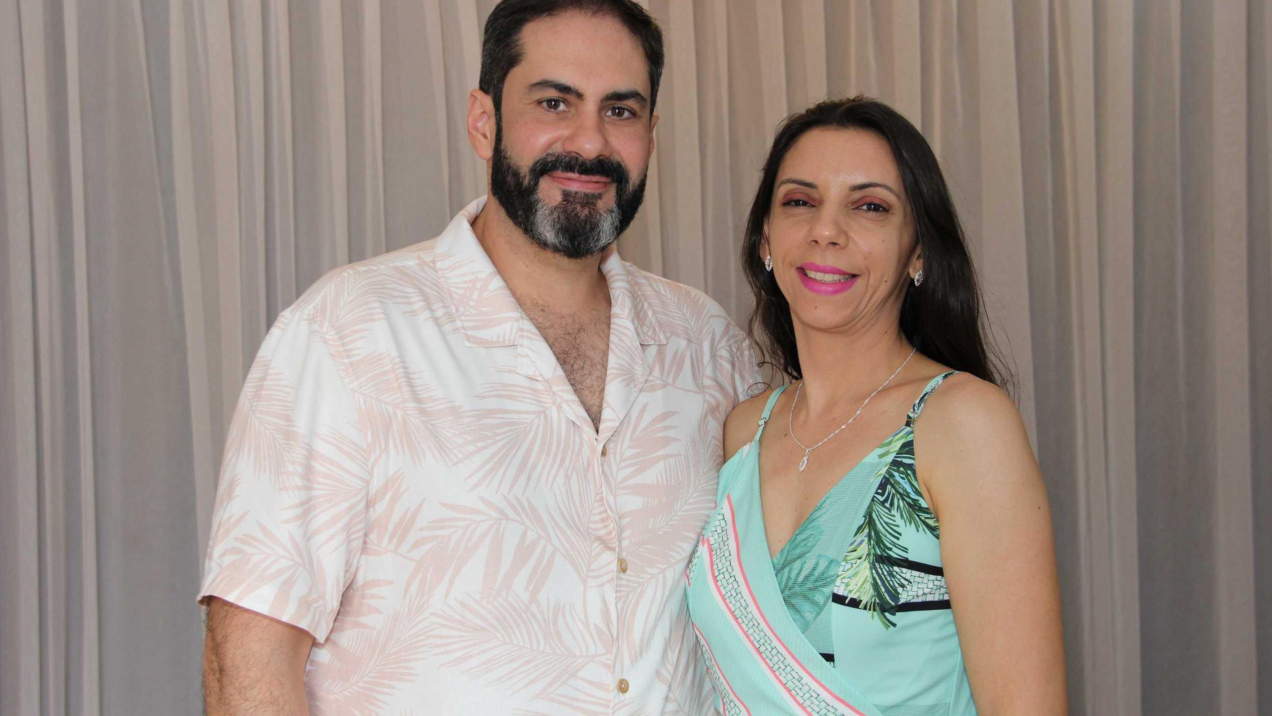 Jeferson Bandeira e a esposa Sabrina Olitz.