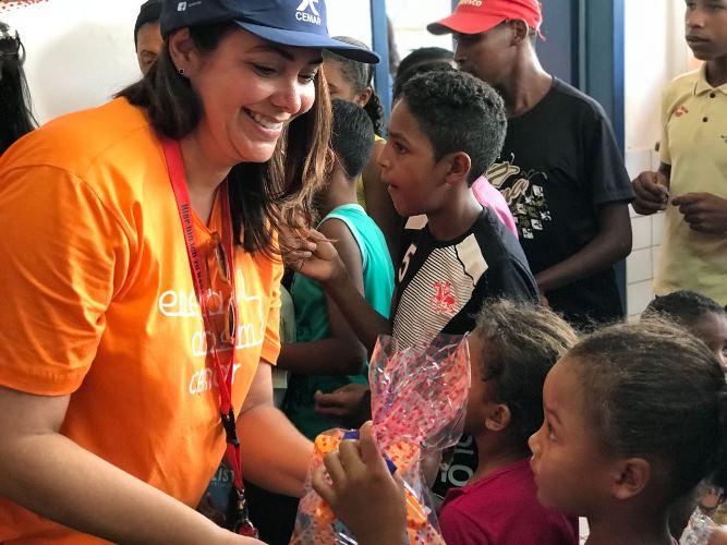 A colaboradora Jaqueline Guimarães feliz em fazer parte do voluntariado