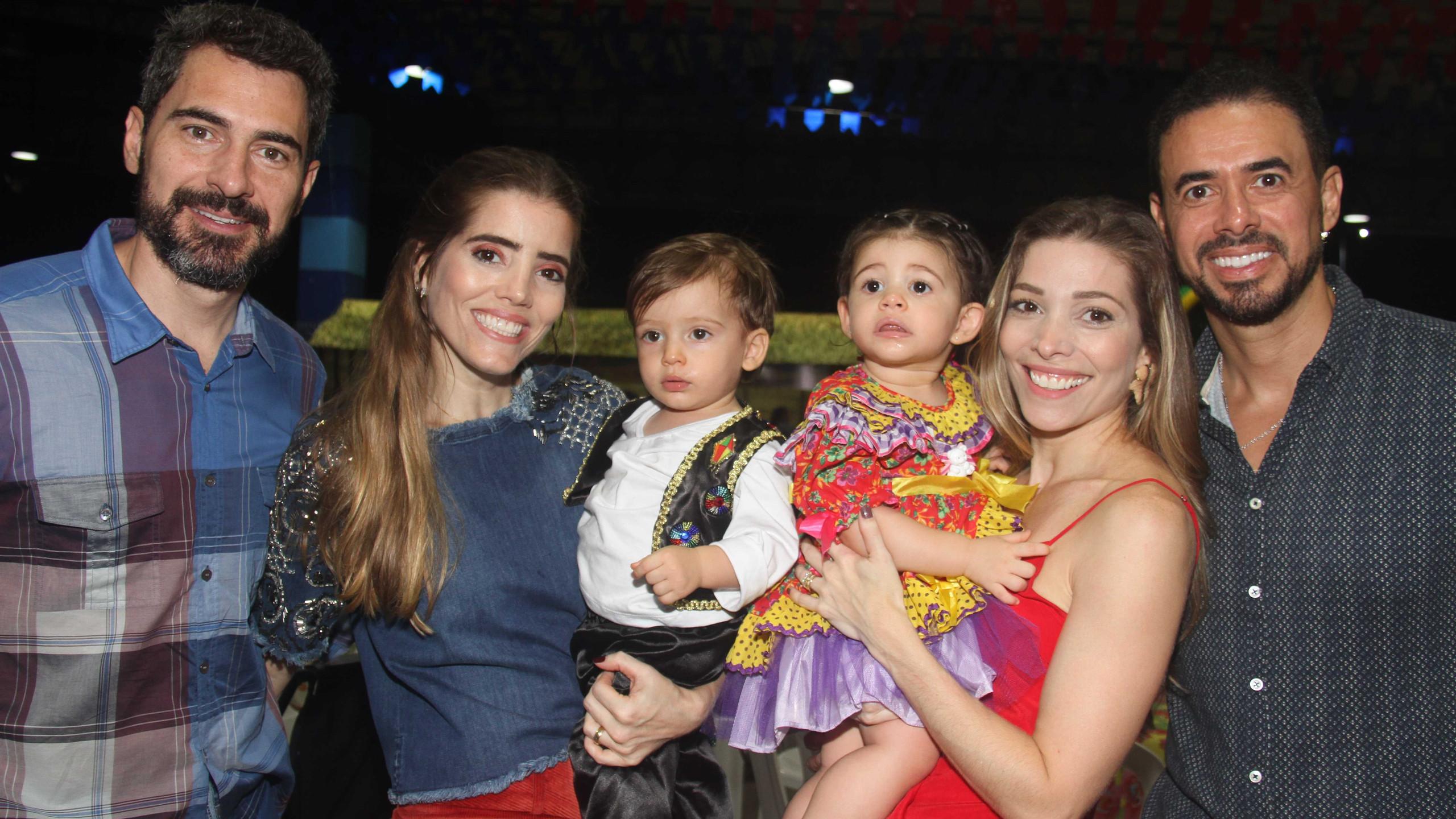 Bruno e Lia Soares com Rafaela e Marcelo Moreira e filhos.