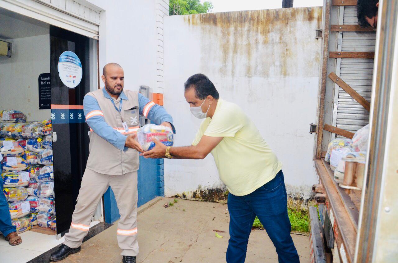 Doações para auxiliar os desabrigados das enchentes que afetaram muitas cidades no interior do Maranhão