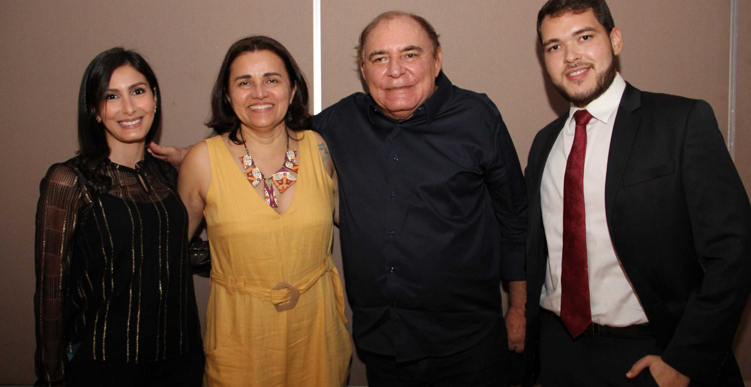 As Gerentes do Lacmar Viviane Lopes (Qualidade) e Suzana Viana (Adm) com o Pres. do Gruo Mercúrio Paulo Braid e o Dir. do Lacmar Vinícius Braid.