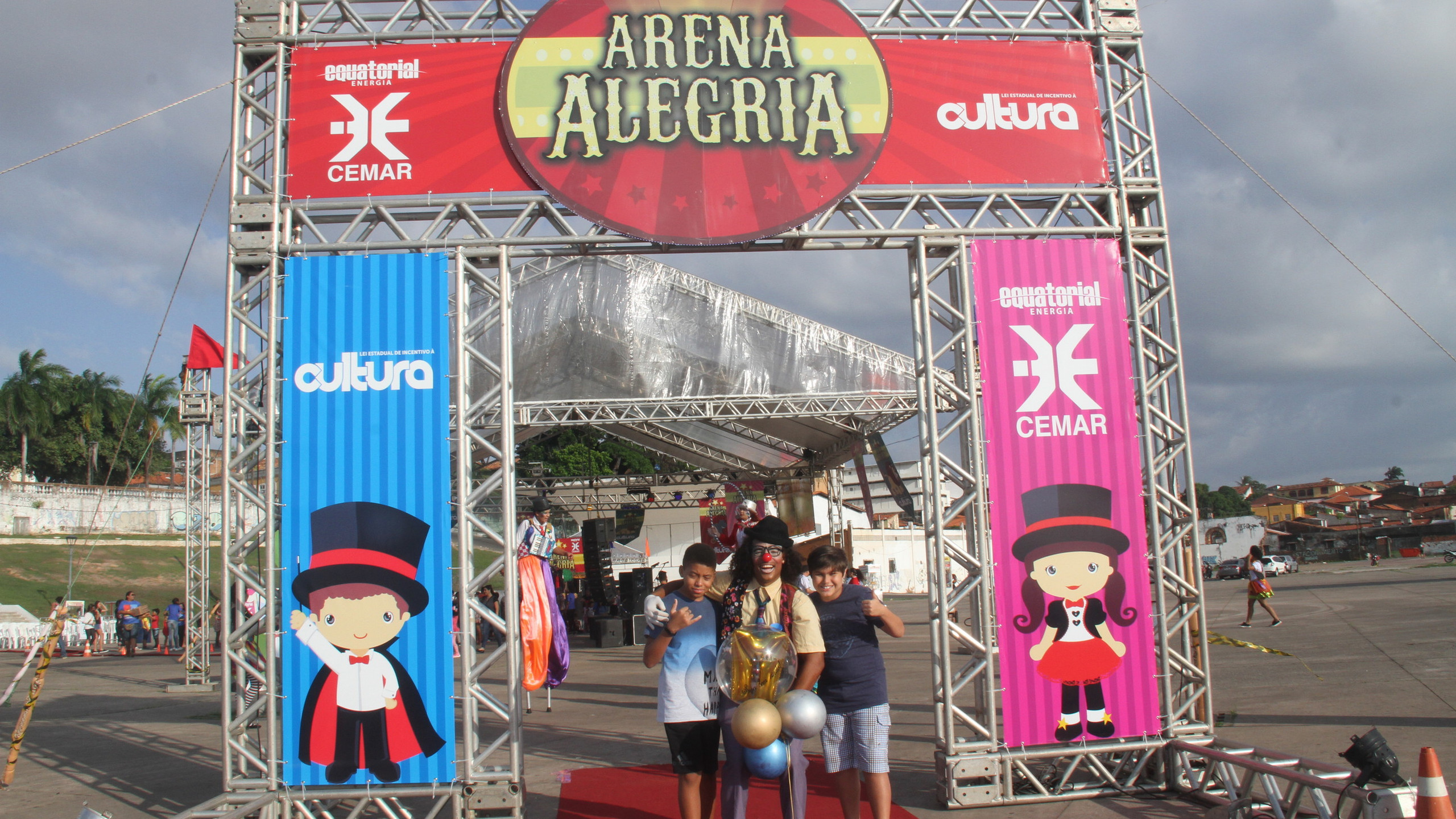 Lazer com muita arte, música e diversão para crianças de todas as idades celebrarem o seu dia (12.10) gratuitamente na Praça Maria Aragão.