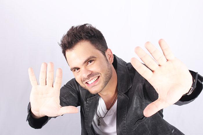 O cantor JR Dantas que comanda o projeto Conexão GO nessa sexta -feira (02.02) no Mokai Lounge Bar.