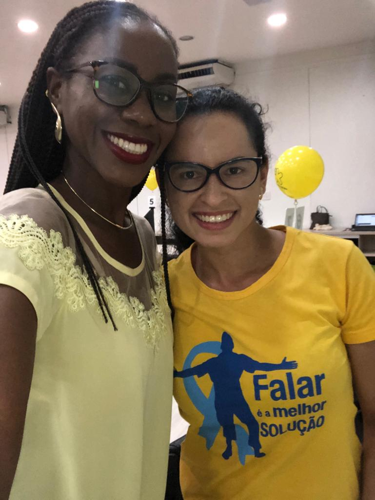 """Staff da TVN abraçando a causa da campanha """"Setembro Amarelo""""."""