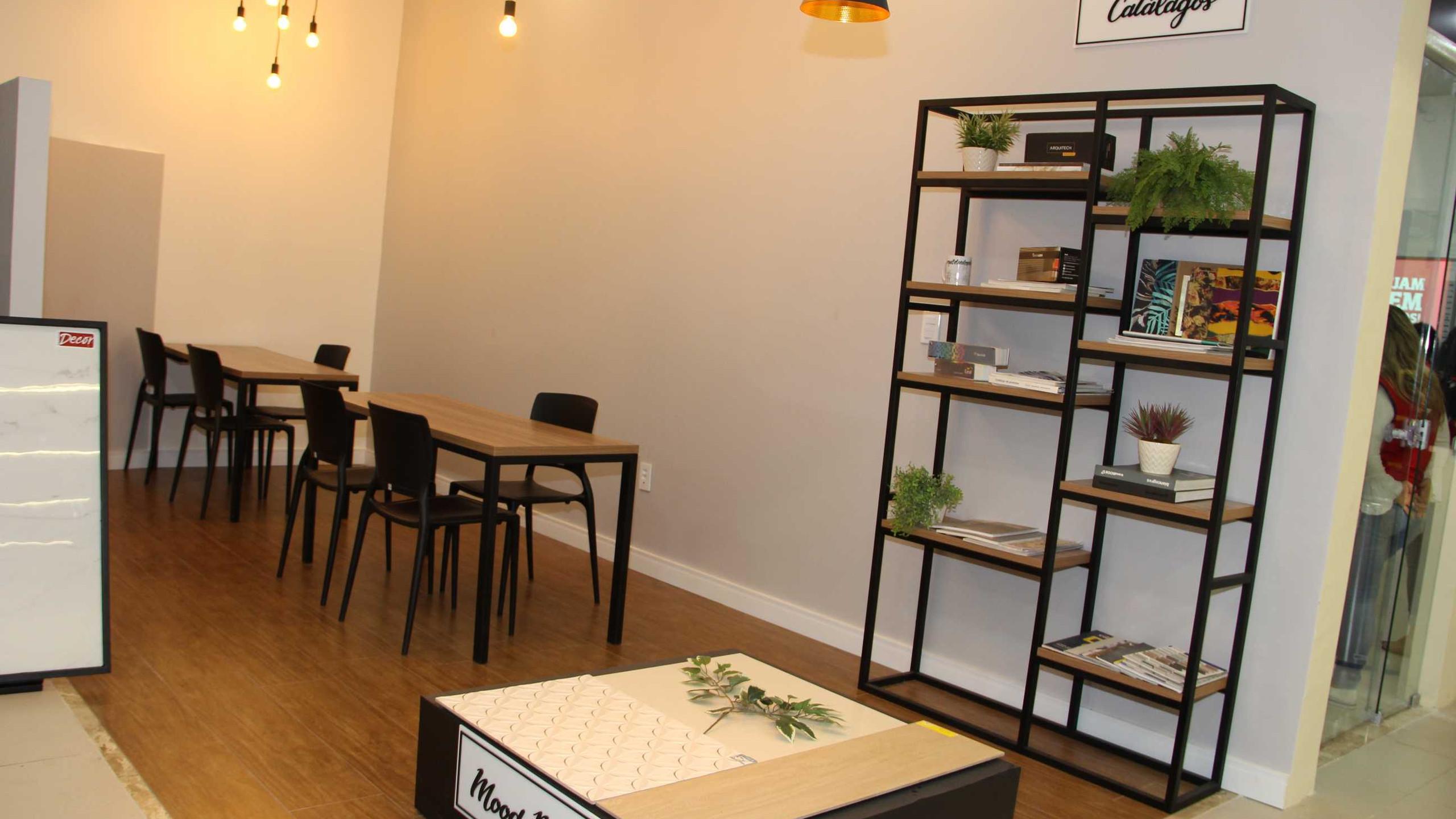 """O novo """"Espaço do Arquiteto"""" que se encontra à disposição de todos os profissionais de arquitetura e decoração em visita à loja Potiguar do Cohafuma, para que possam melhor atender seus clientes com conforto e exclusividade."""