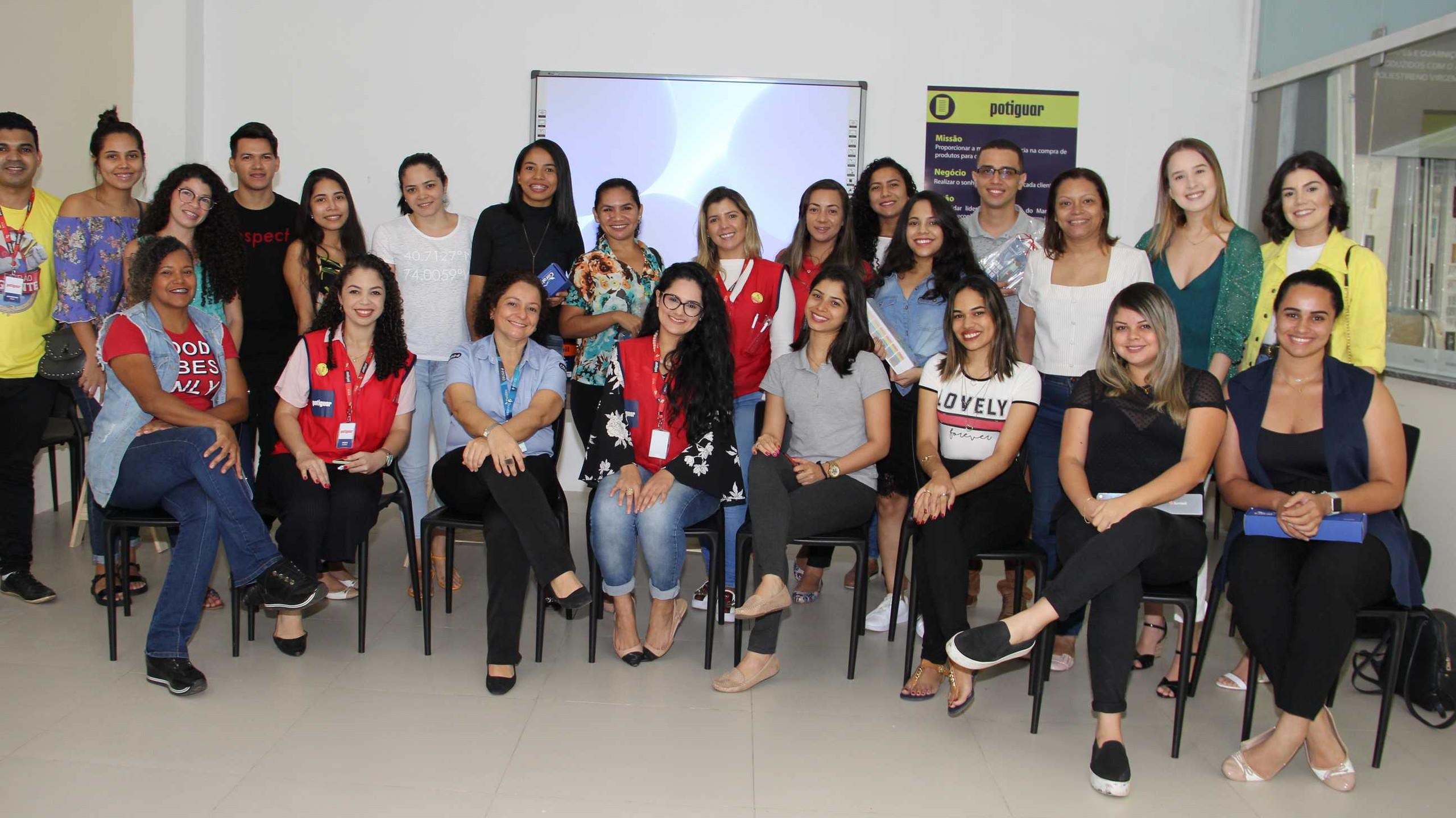 """Grupo de profissionais presentes à inauguração do novo """"Espaço do Arquiteto"""" na Potiguar do Cohafuma."""