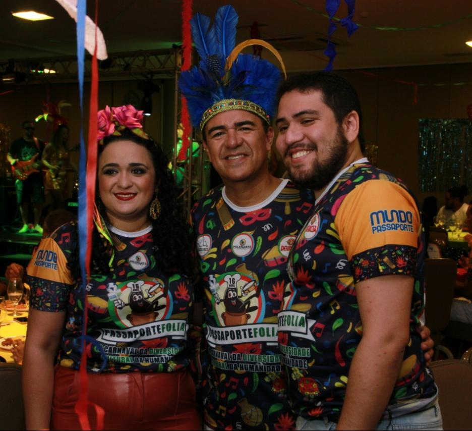 Marcos Davi entre os filhos Milena Nobre Aires e Marcos Davi Jr.