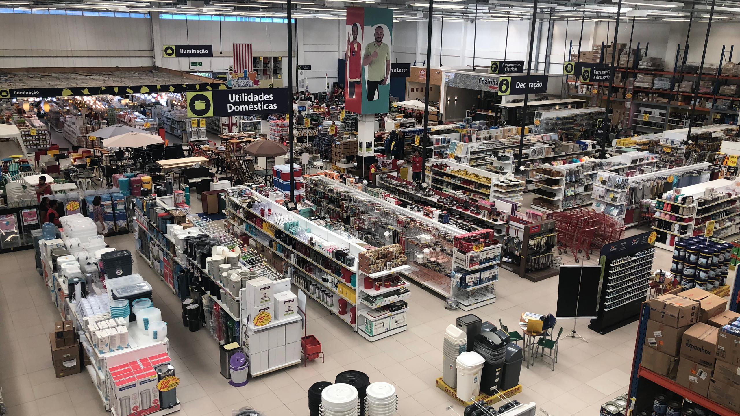 Todas as lojas Potiguar estão com mais de 300 itens em mega promoção, no evento anual mais esperado da marca, o Feirão Gigante Potiguar. De material de construção a itens de decoração, móveis e objetos para presentes.