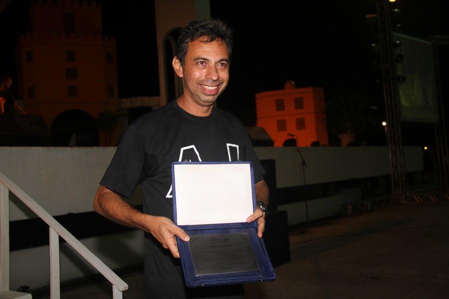 O fotógrafo Meirelles Jr. também foi homenageado pelas imagens do projeto.