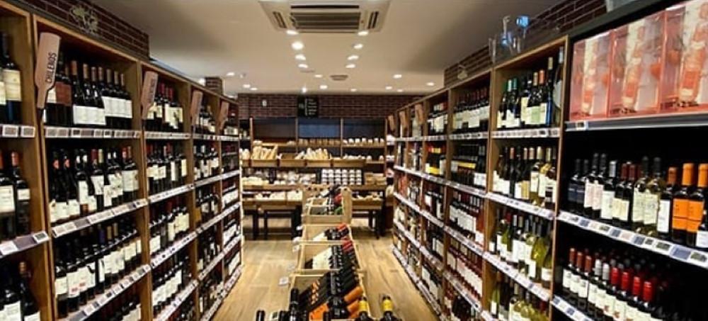 A loja Fribal da Ponta D´Areia onde acontece a primeira edição da promoção Wine Sale dos Empórios Fribal até 31.07.